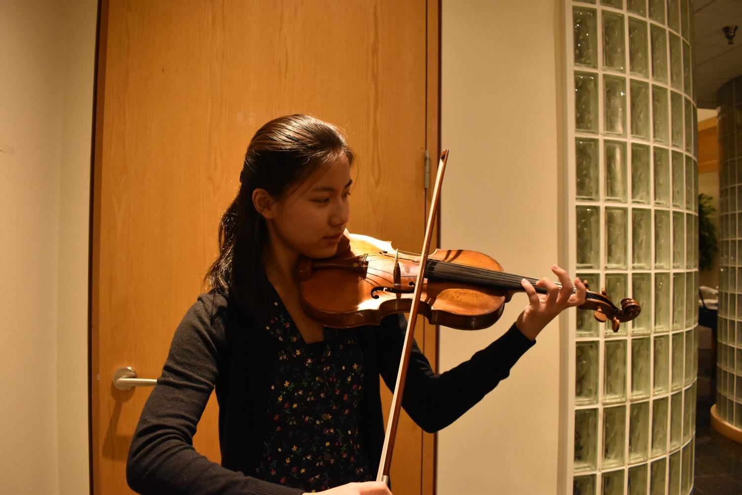 Carley Mitchell '22 plays the violin