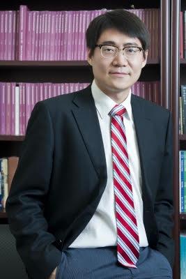 Professor YuHua Wang Educates Kent on US-China Relations