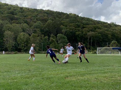 Girls varsity soccer falls to Canterbury